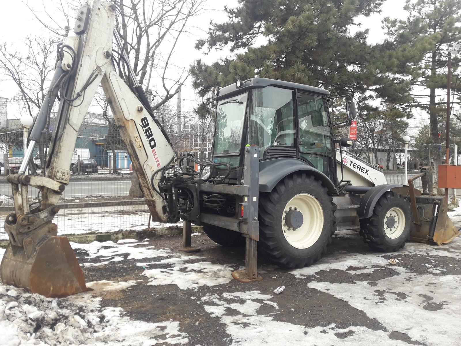 inchiriez buldoexcavator terex