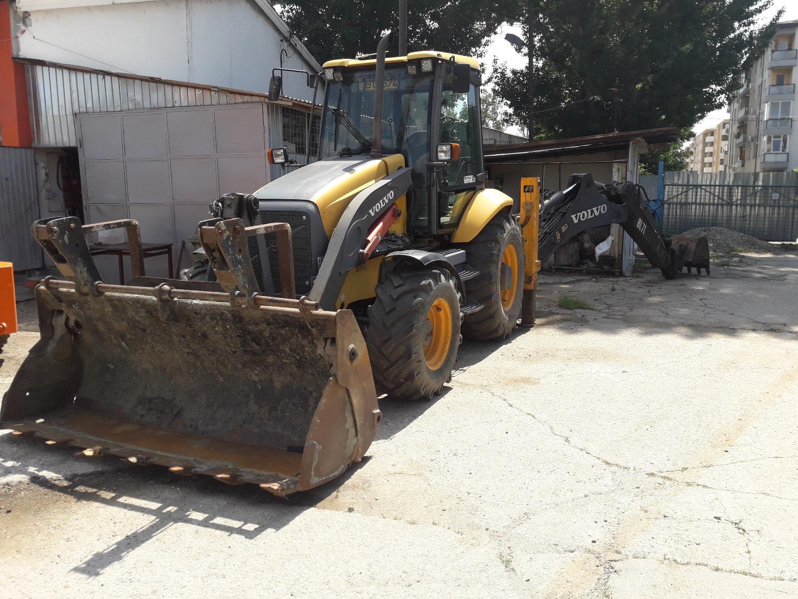 inchiriez buldoexcavator Volvo