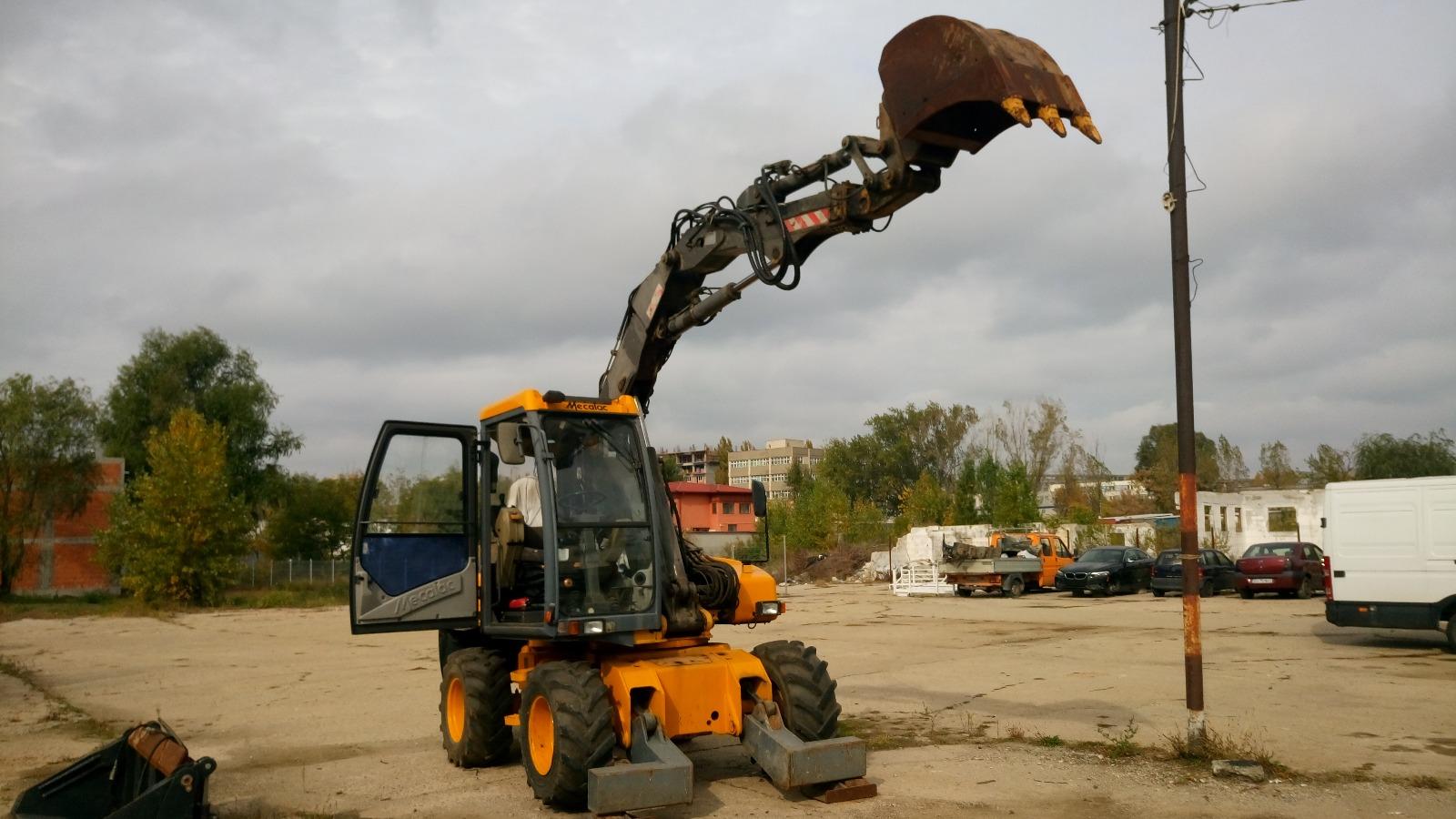excavator de inchiriat